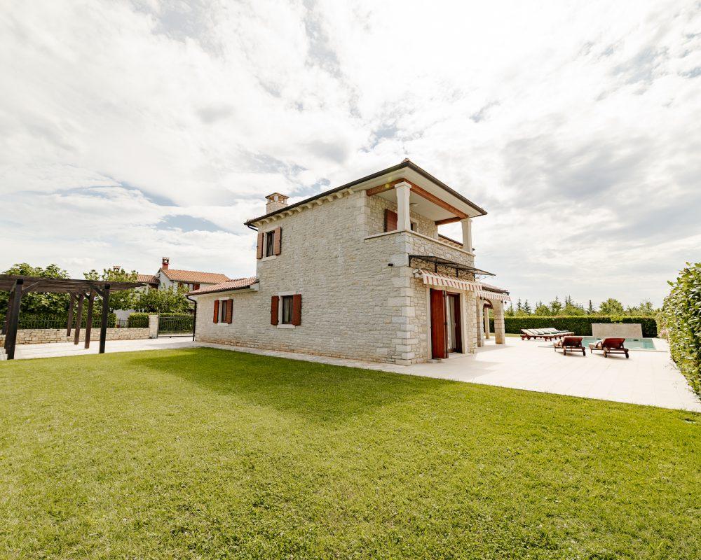 Die Villa Begonia ist mitten im Grünen, sie ist umgeben von istrischer Natur.