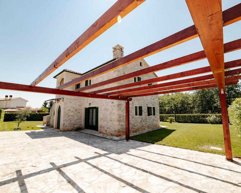 Villa Dracena Carport