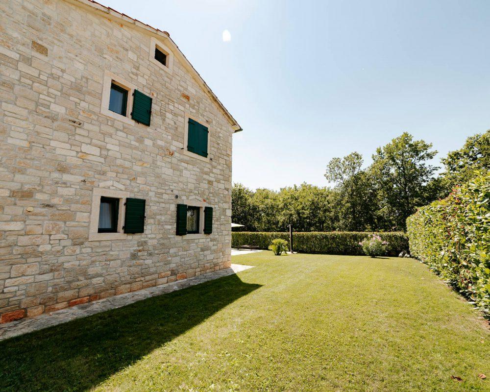 Villa Dracena Gartenansicht rechts
