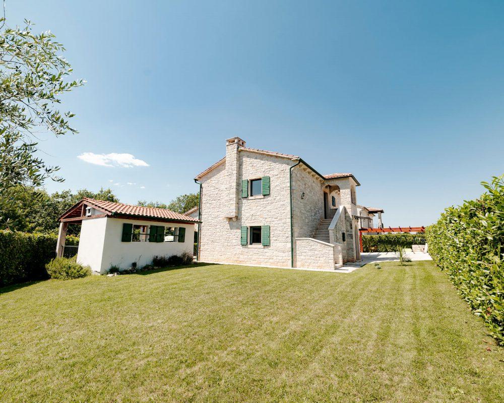 Villa Dracena Gartenansicht links