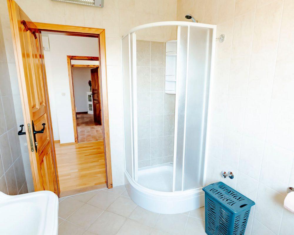 Villa Dracena Bad Eckdusche