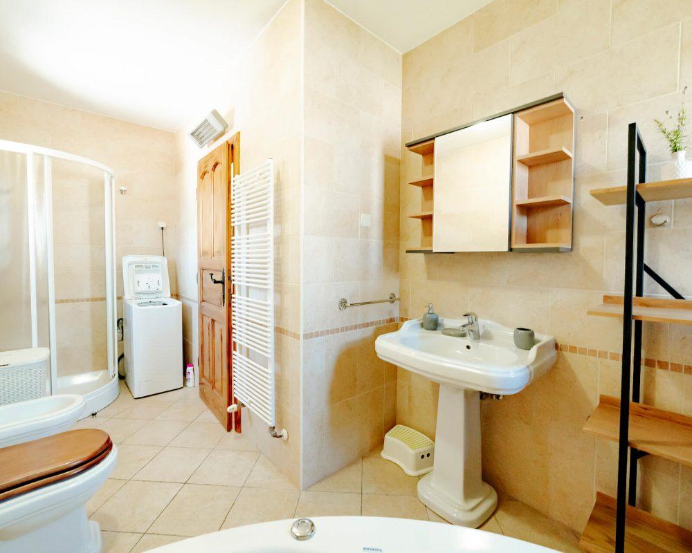 Villa Dracena Bad mit Badewanne Ansicht