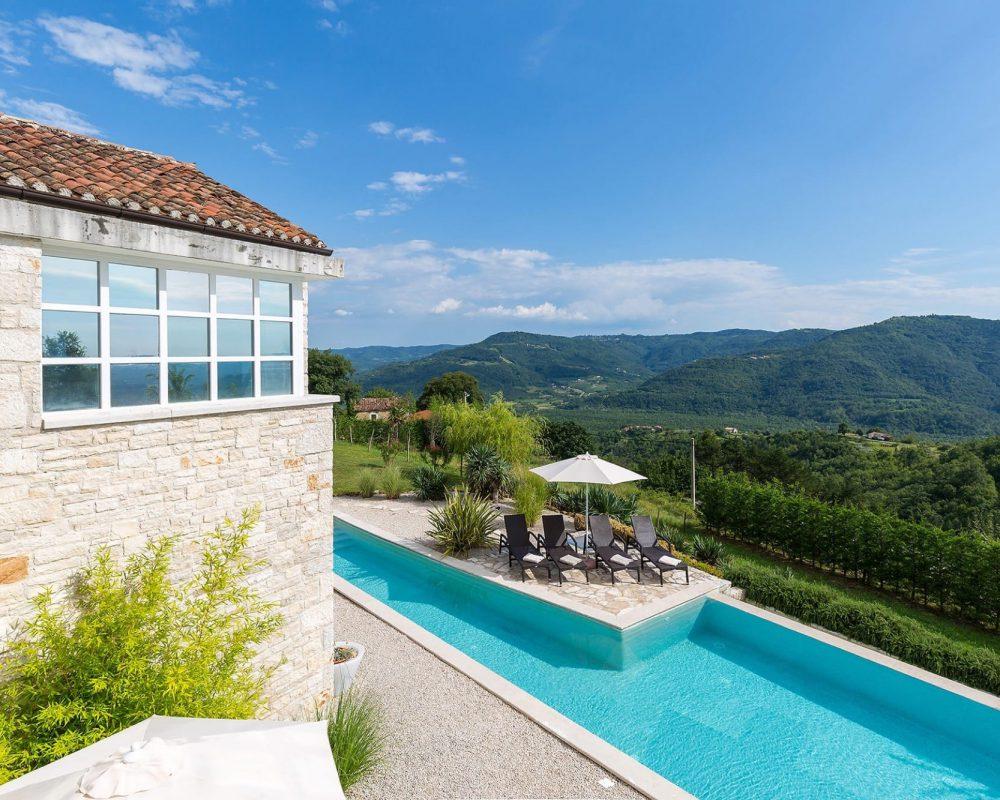 Die Villa Kirin bietet einen wunderschönen Ausblick in die weite istrische Landschaft.